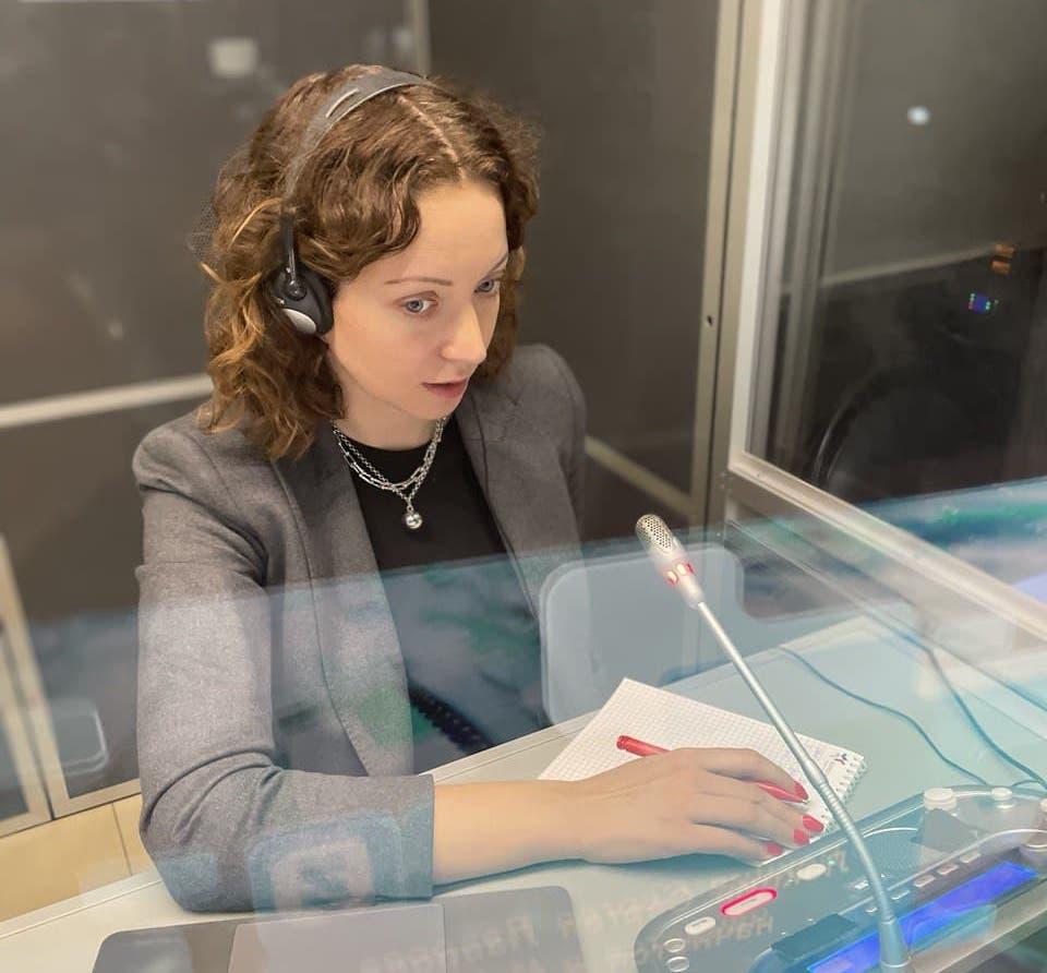 Как выбрать переводчика на ваше мероприятие: чек-лист от действующего синхрониста